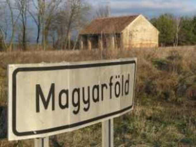 Az új földtörvény garantálja, hogy a külföldiek földvásárlási moratóriumának lejárta után is, a magyar gazdáké és családi gazdaságoké legyen a magyar föld – hangsúlyozta Zsigó Róbert. Az EU-s szabályok miatt Magyarországon idén május 1-től megszűnik a külföldiek földvásárlási moratóriuma. Magyarország uniós tagsága óta, összesen 10 év haladékot kapott, ez most lejár. Meghosszabbítani már nem lehet, hiszen egyszer már kapott haladékot hazánk – emlékeztetett Zsigó Róbert. Ennek mi sem örülünk, de ezt az EU tagjaként elkerülni nem tudjuk – jegyezte meg a Fidesz szóvivője március 25-én.