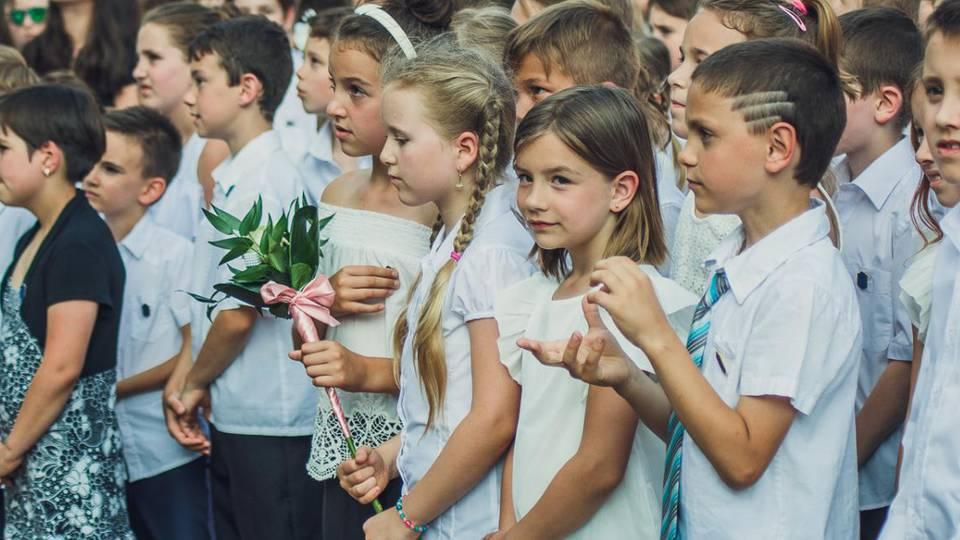 Hamarosan minden általános és középiskola megtartja a tanévzáróját. Mi ott voltunk a Bolyaién.